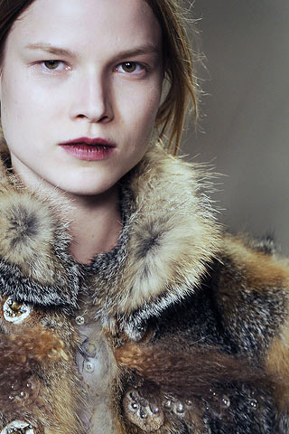 7a09c85b6 Ralph Toledano, diretor executivo da Chloé, anunciou ontem o nome do novo  diretor criativo da marca: Hannah MacGibbon. Aos 38 anos, ela assume o  posto que ...